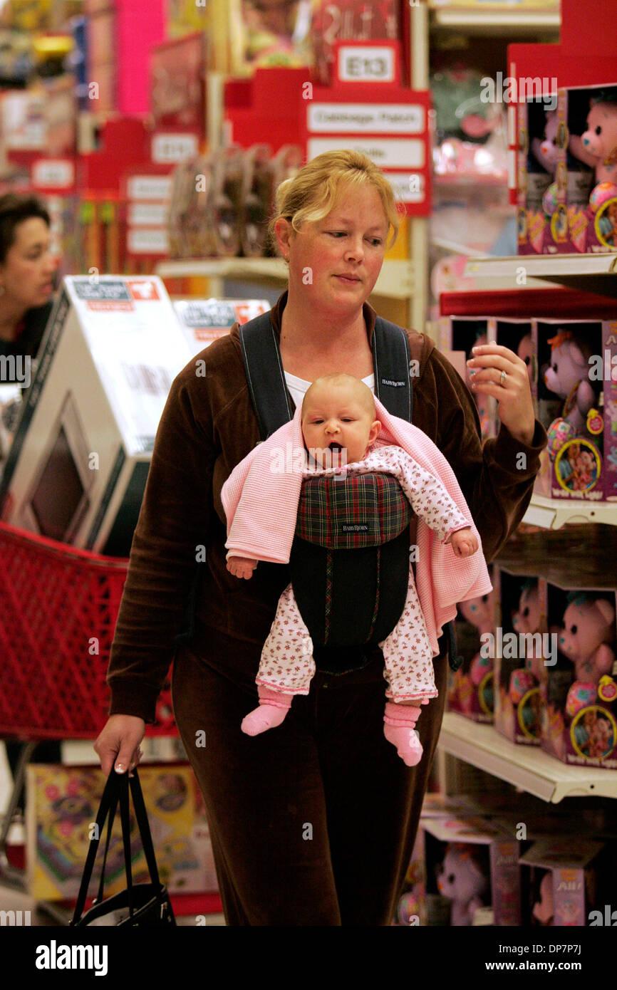 Nov 22, 2006; Encinitas, CA, Stati Uniti d'America; Brittany campo di Pleasant Hill, CA (vicino a SF) negozi con Foto Stock