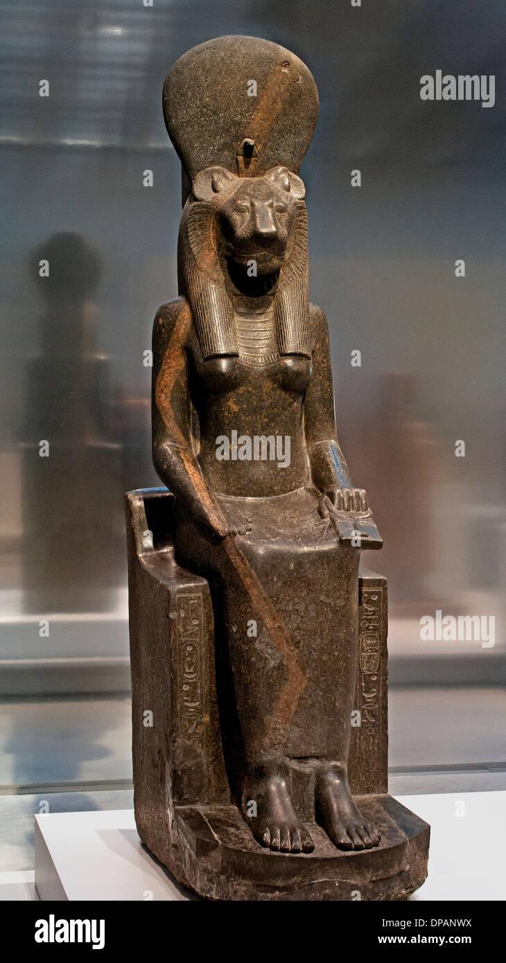 Sekhmet, dea leonessa prevale sulle forze pericolose Karnak, Egitto intorno al 1400-1350 A.C. diorite Immagini Stock