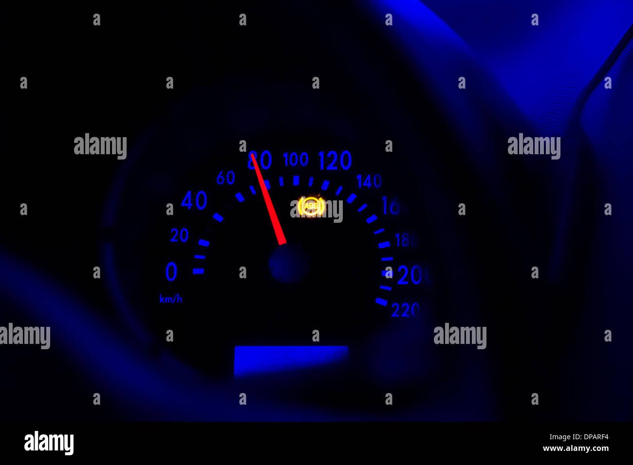 Cruscotto di accelerando la velocità di macchina Immagini Stock