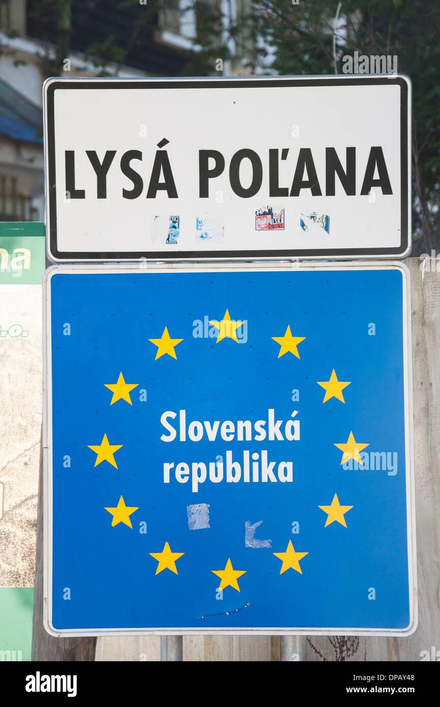 La Polonia Slovacchia segnaletica di confine, Alti Tatra, Zakopane, Polonia,  Europa Foto stock - Alamy
