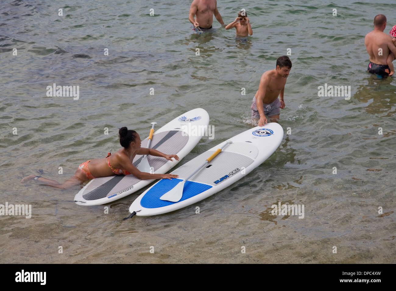Imparare a paddleboard Immagini Stock