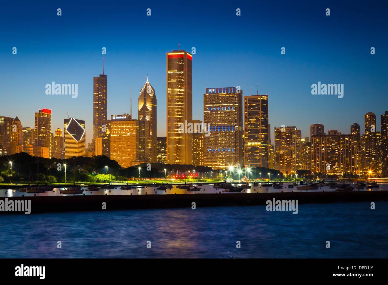 Sullo skyline di Chicago e Waterfront presso il Lago Michigan Immagini Stock