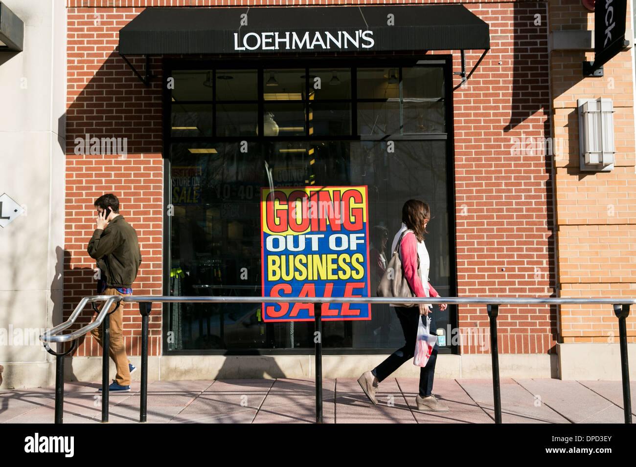 Un Loehmann sconto del negozio al dettaglio a Washington DC nel processo di andare fuori del business. Immagini Stock