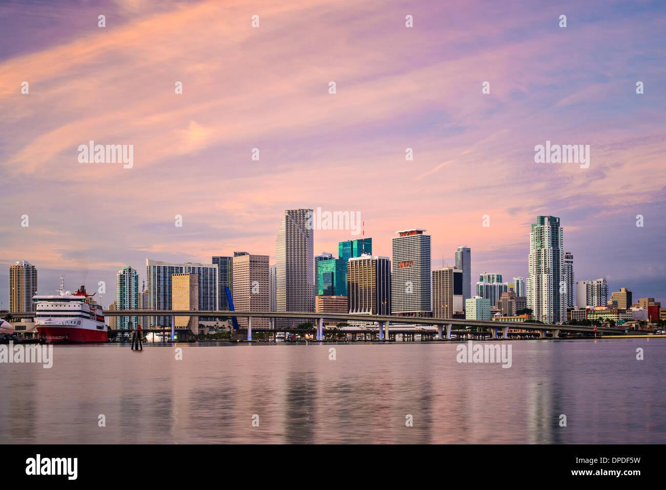 Miami, Florida, Stati Uniti d'America skyline del centro all'alba. Foto Stock