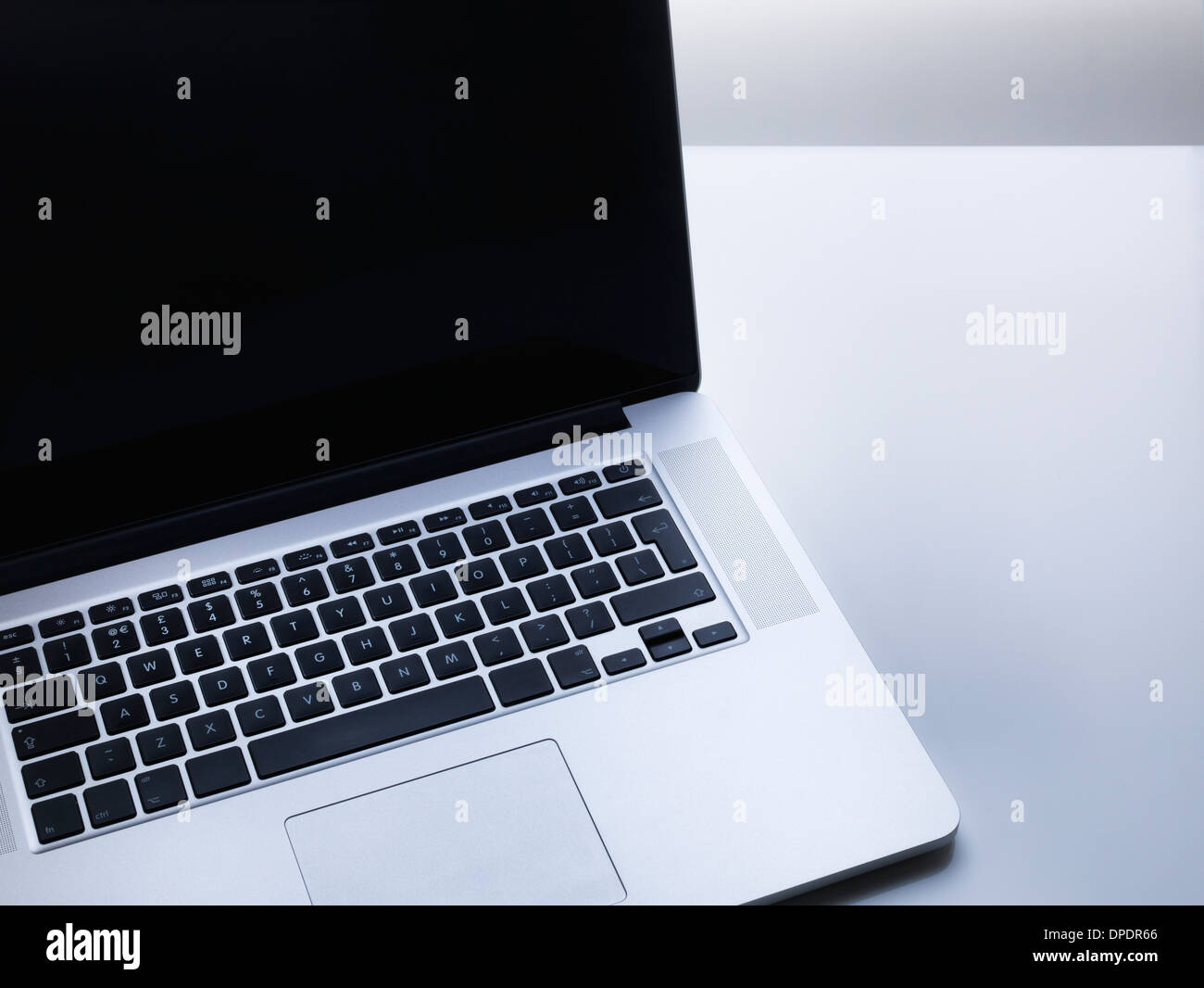 Computer laptop sulla scrivania Immagini Stock