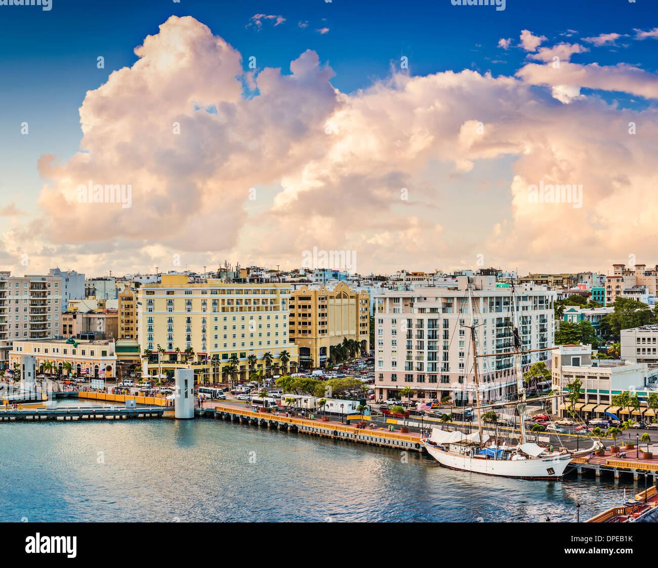 San Juan, Puerto Rico Vecchio lo skyline della citta'. Immagini Stock