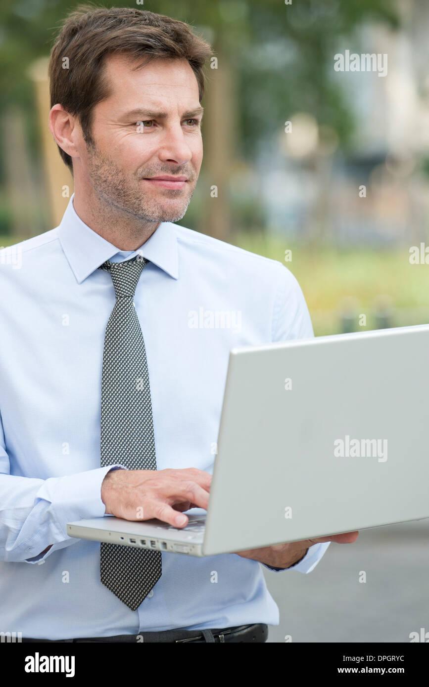 Imprenditore per lavorare in esterno Foto Stock