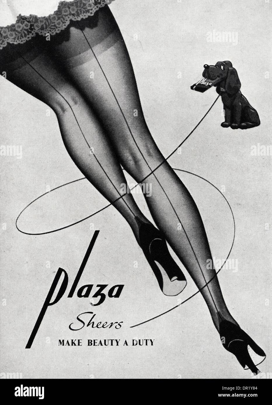 Anni Cinquanta pubblicità pubblicità PLAZA calze. Annuncio pubblicitario womens fashion magazine circa 1952. Immagini Stock