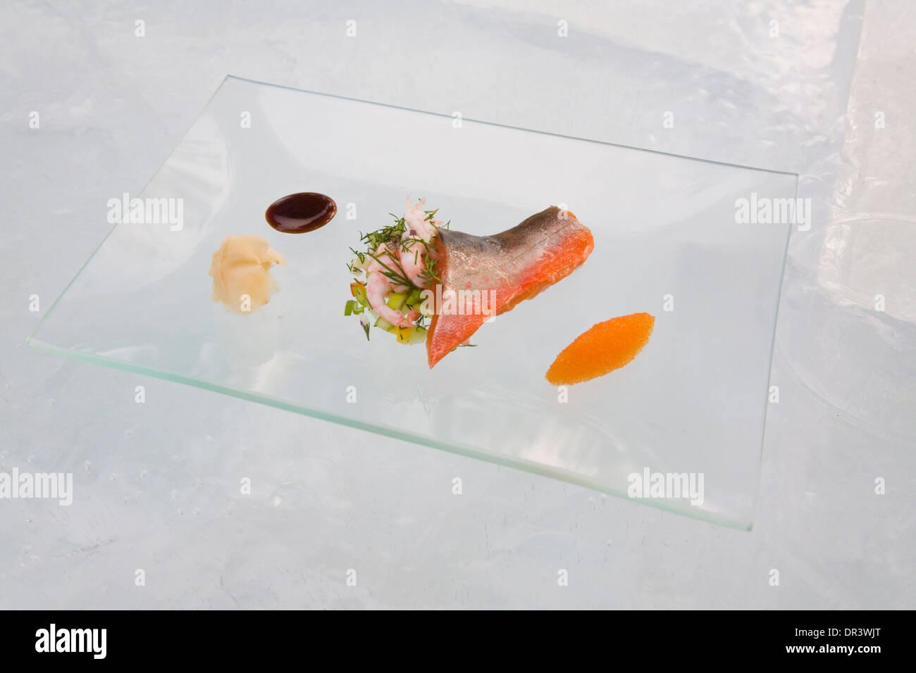Primo Corso di frutti di mare piatto di pesce del salmerino alpino gamberetti Roe Jokkmokk fair Laponia Svezia inverno Immagini Stock