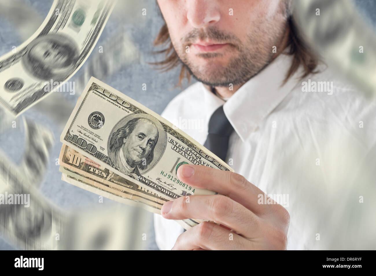 amp; Con Tenendo Foto Moneta Dollari Stati Uniti Banconote Le Negli Alamy In Che - 65918707 Pagamento Stock Dal Cielo Imprenditore Cadono Immagine