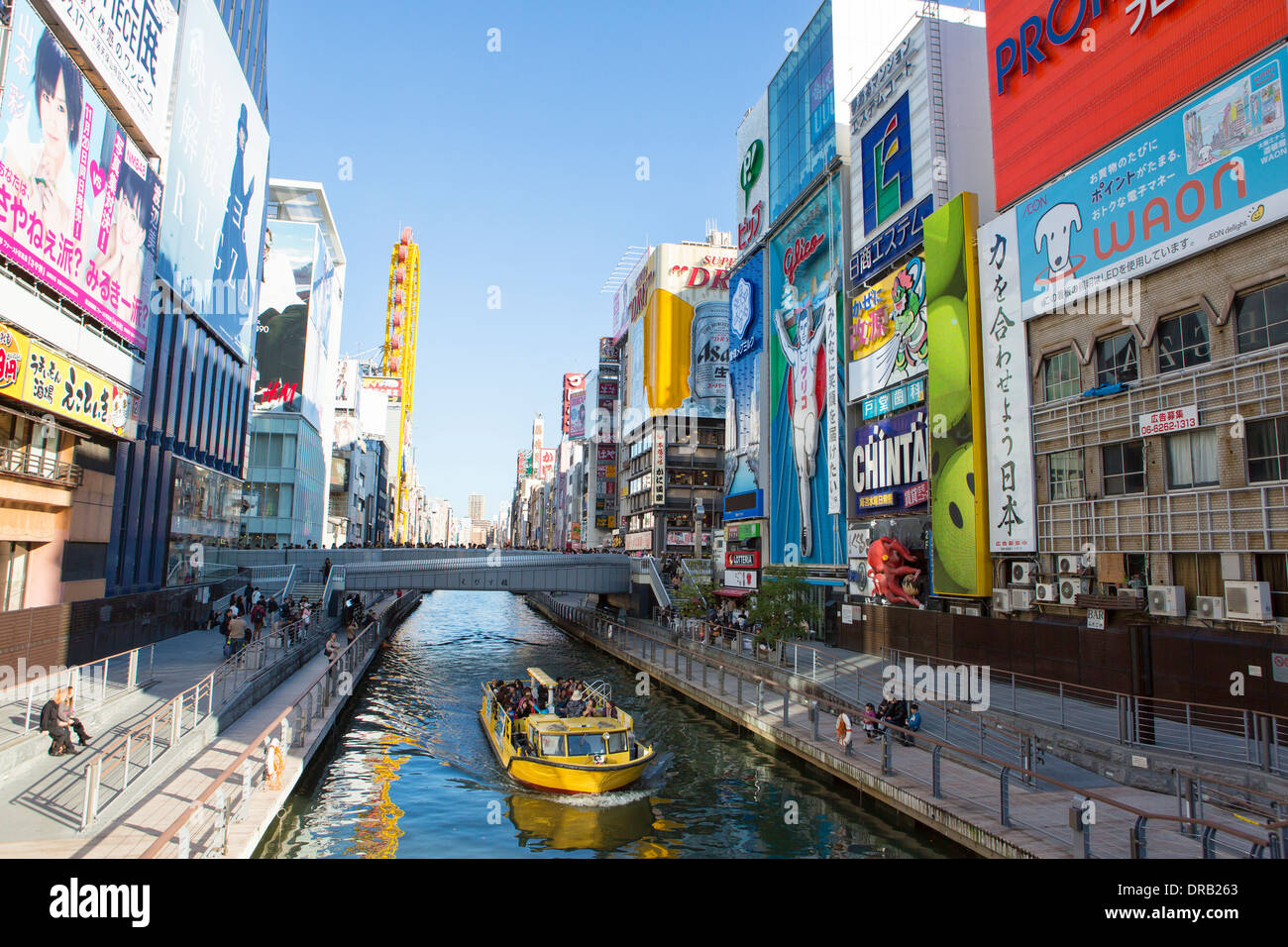 Imbarcazione turistica su Dotonbori, Osaka, Giappone Immagini Stock