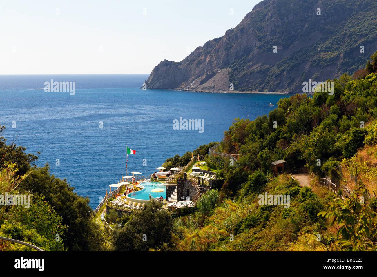 Angolo di Alta Vista della costa con un pool, Monterosso Al Mare, Cinque Terre Liguria, Italia Immagini Stock