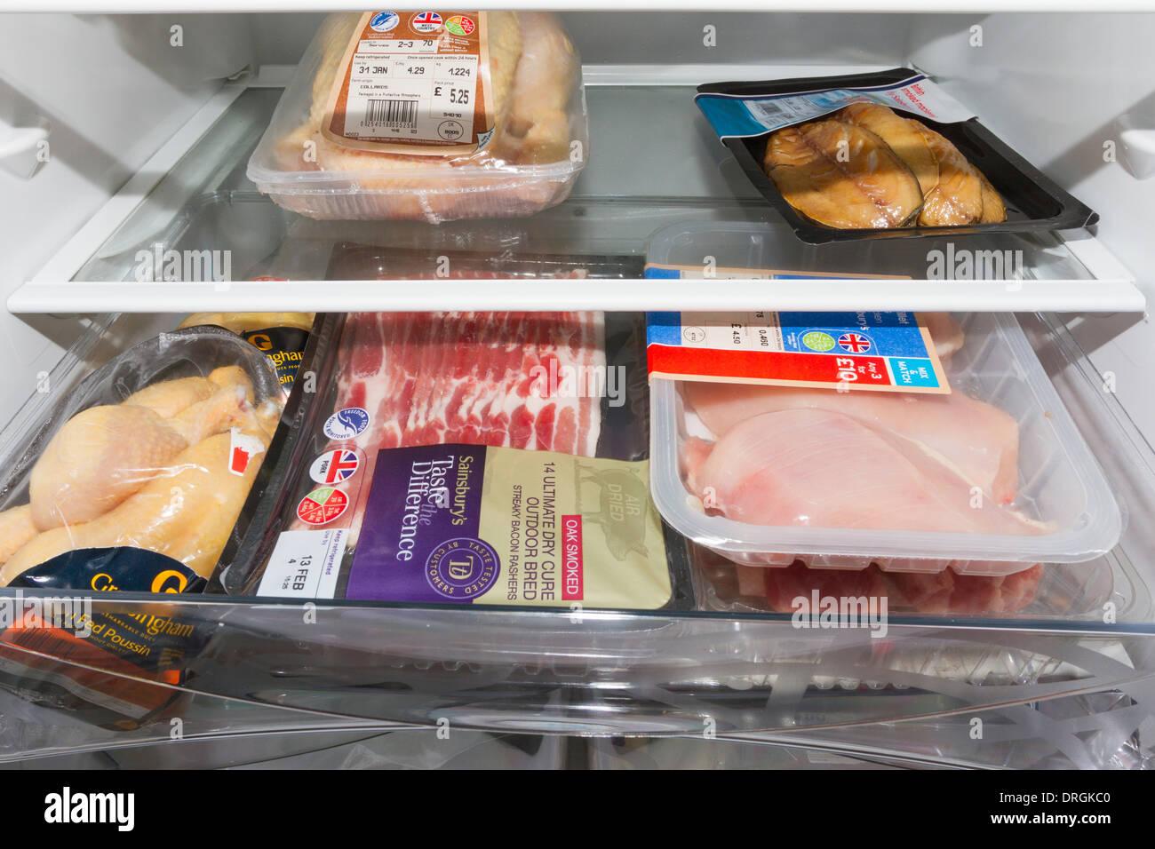 Carni fresche di pollame e mantenuto all'interno di un frigorifero Immagini Stock