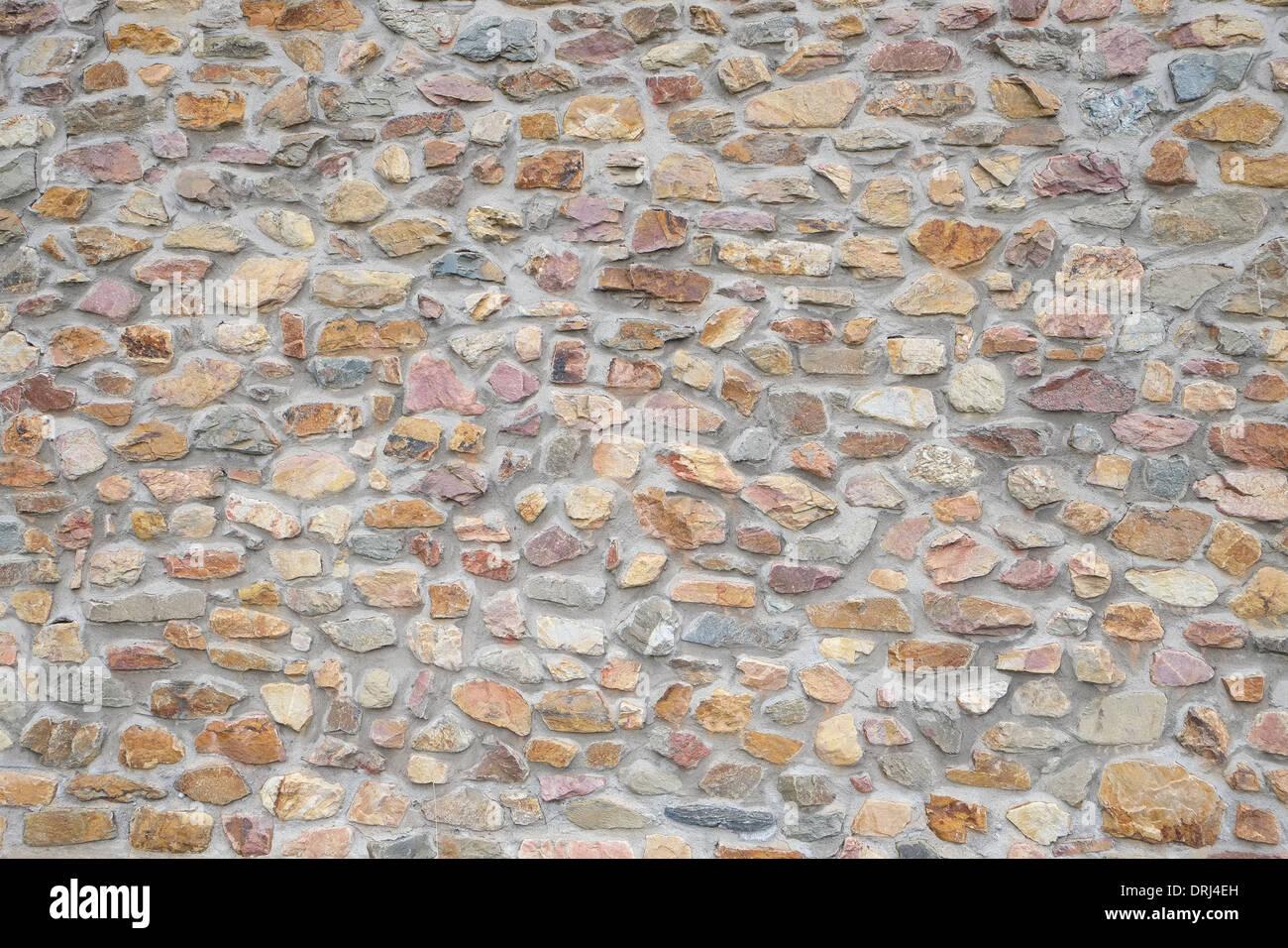 Una nuova costruzione ruvida parete di pietra - sfondi e texture Immagini Stock