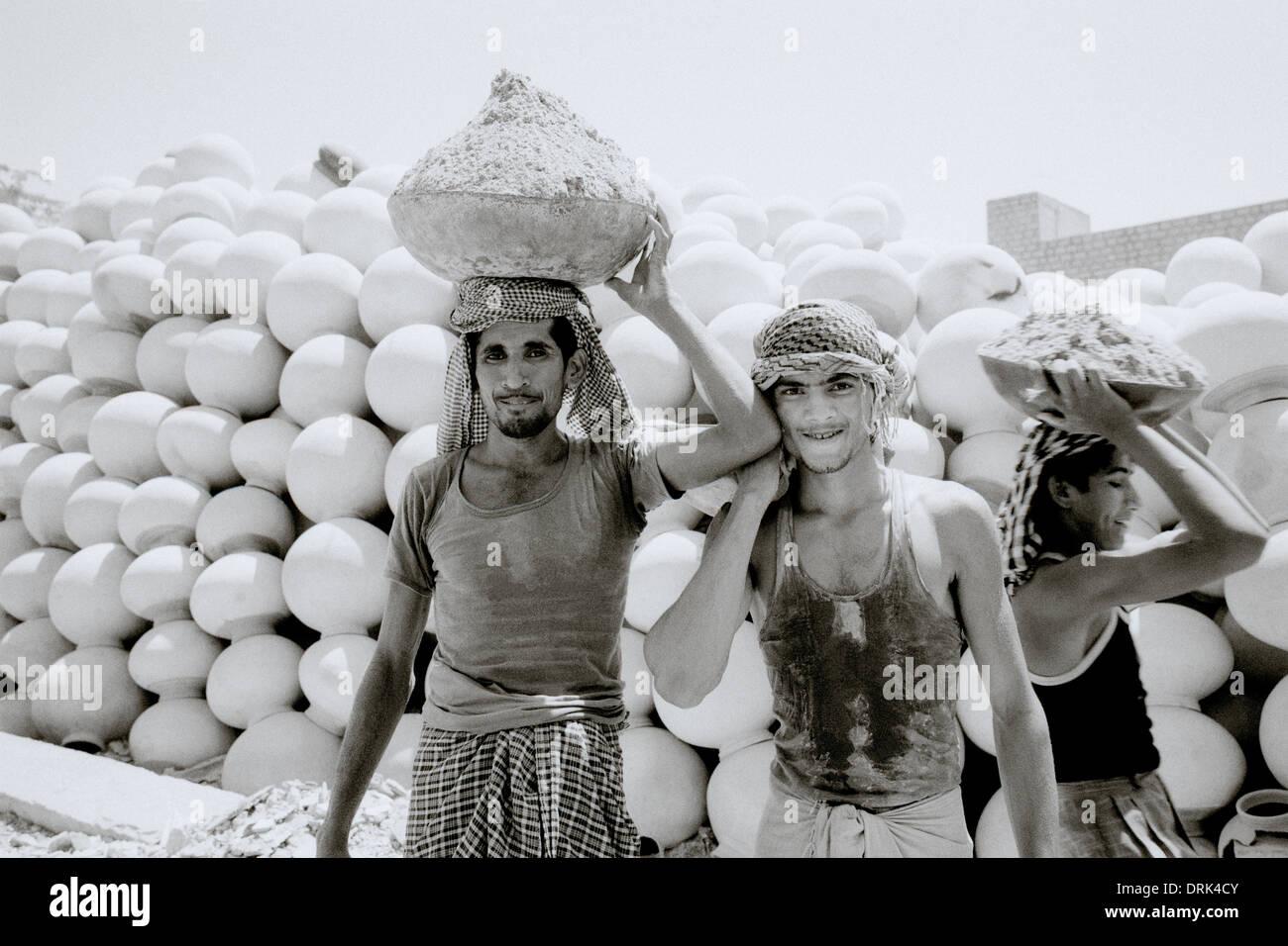 I lavoratori in Jaisalmer in Rajasthan in India in Asia del Sud. Il lavoro  del c4ce65d7af9f