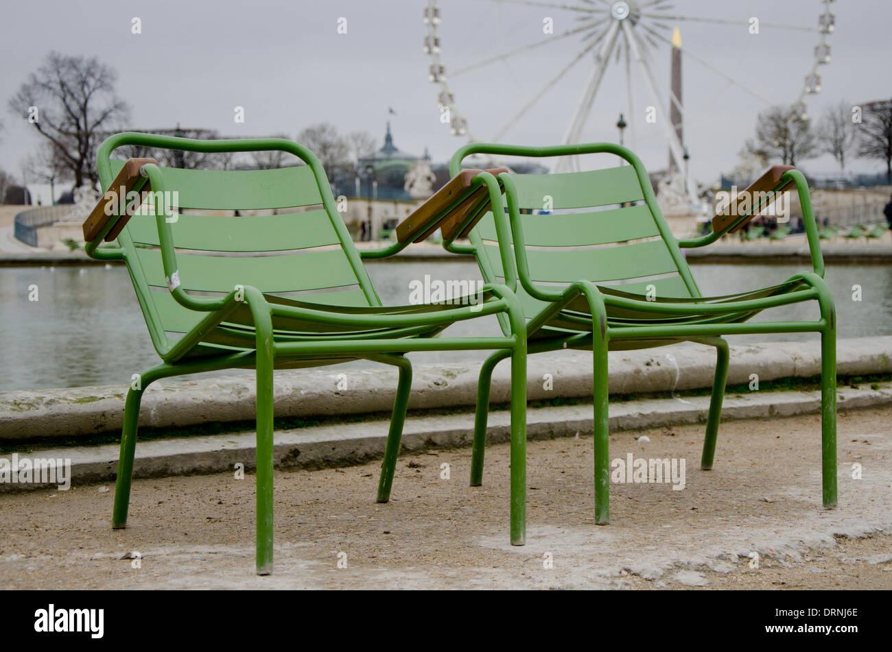Sedie Francesi Da Giardino : Due verdi sedie da giardino al giardino delle tuileries parigi