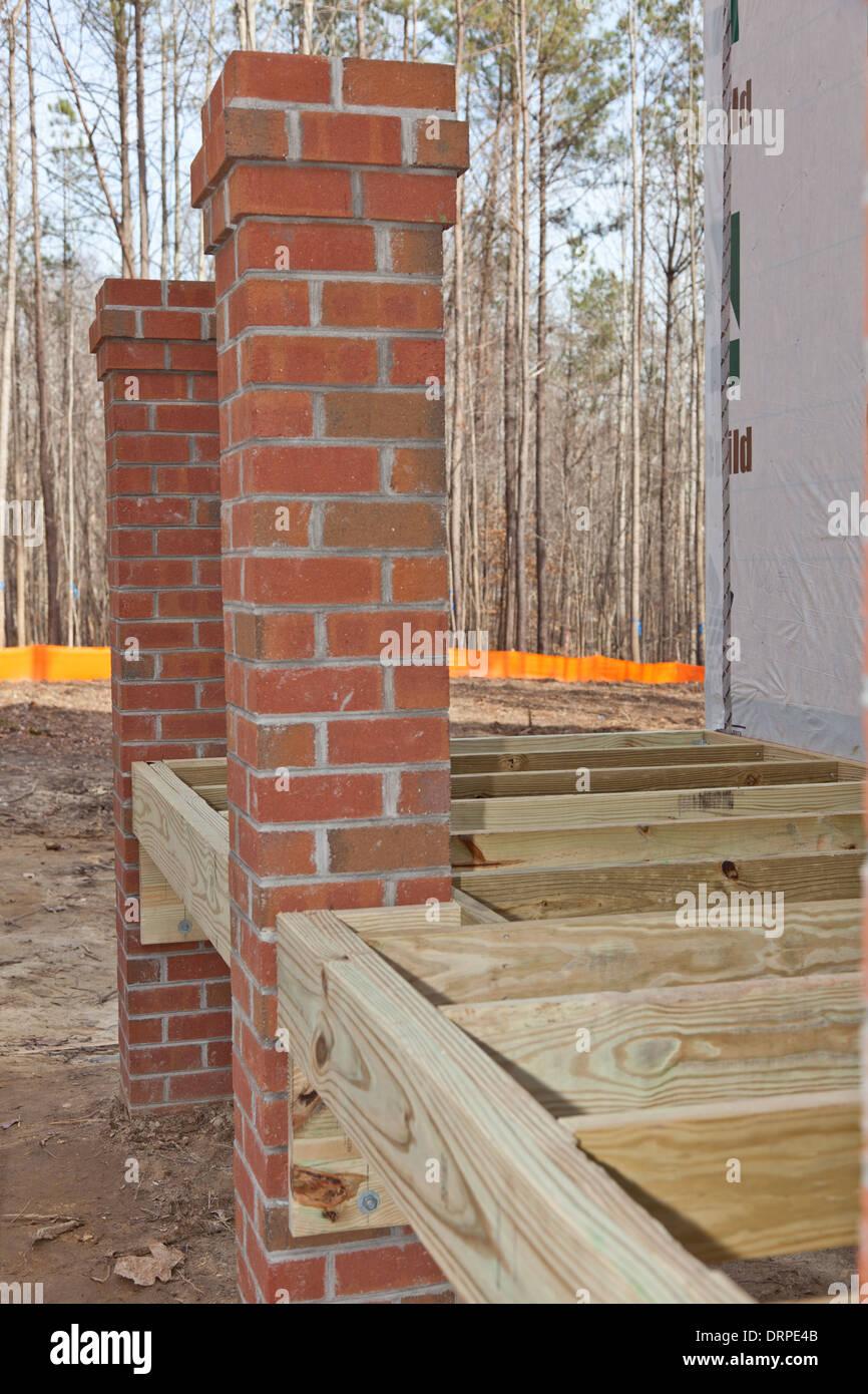 Nuova costruzione in casa di legno i dettagli di for Casa di costruzione in metallo con avvolgente portico