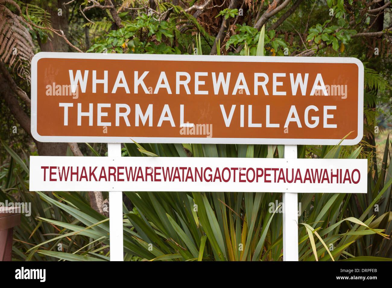 Rotorua Whakarewarewa Thermal Village segno con la lunga originale nome Maori sotto: Tewhakarewarewatangaoteopetauaawahiao Immagini Stock