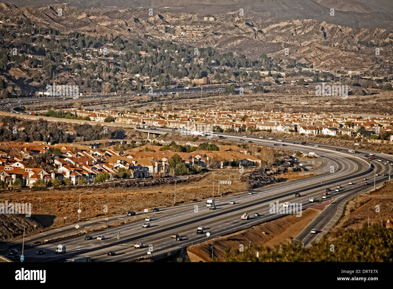 Una vista di Antelope Valley Freeway come serpenti attraverso Santa Clarita. Immagini Stock