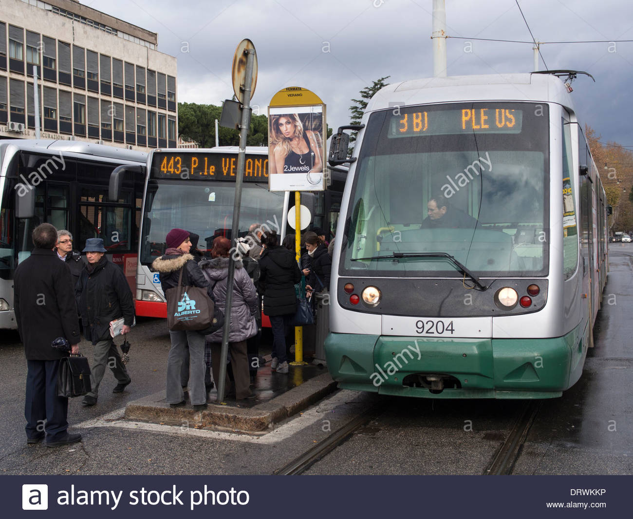 Il Verano la fermata di autobus e tram a Roma, Italia Immagini Stock