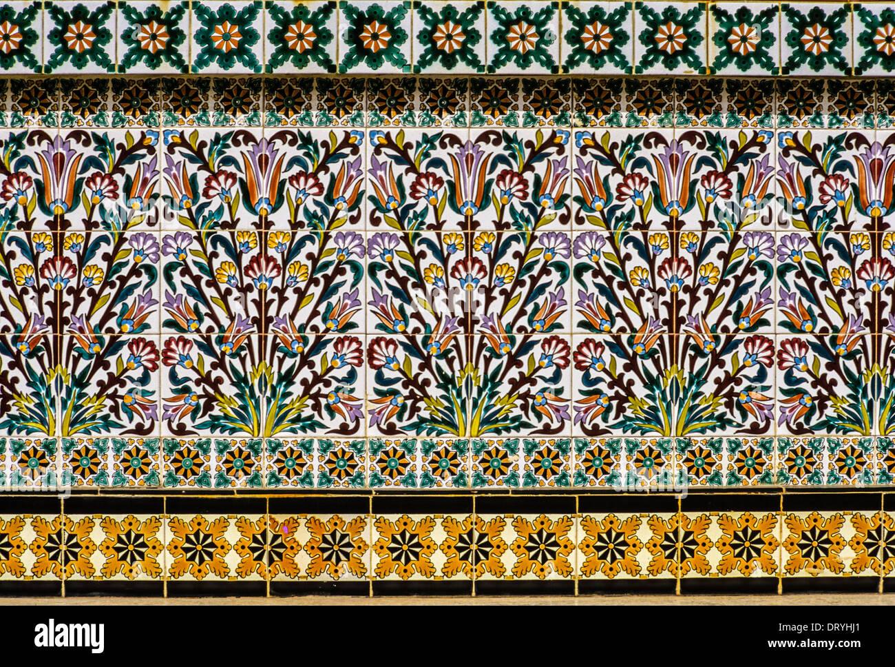 Piastrelle Di Ceramica Decorate.Ceramiche Nabeul Tunisia Fioraio E Decorate Con Design