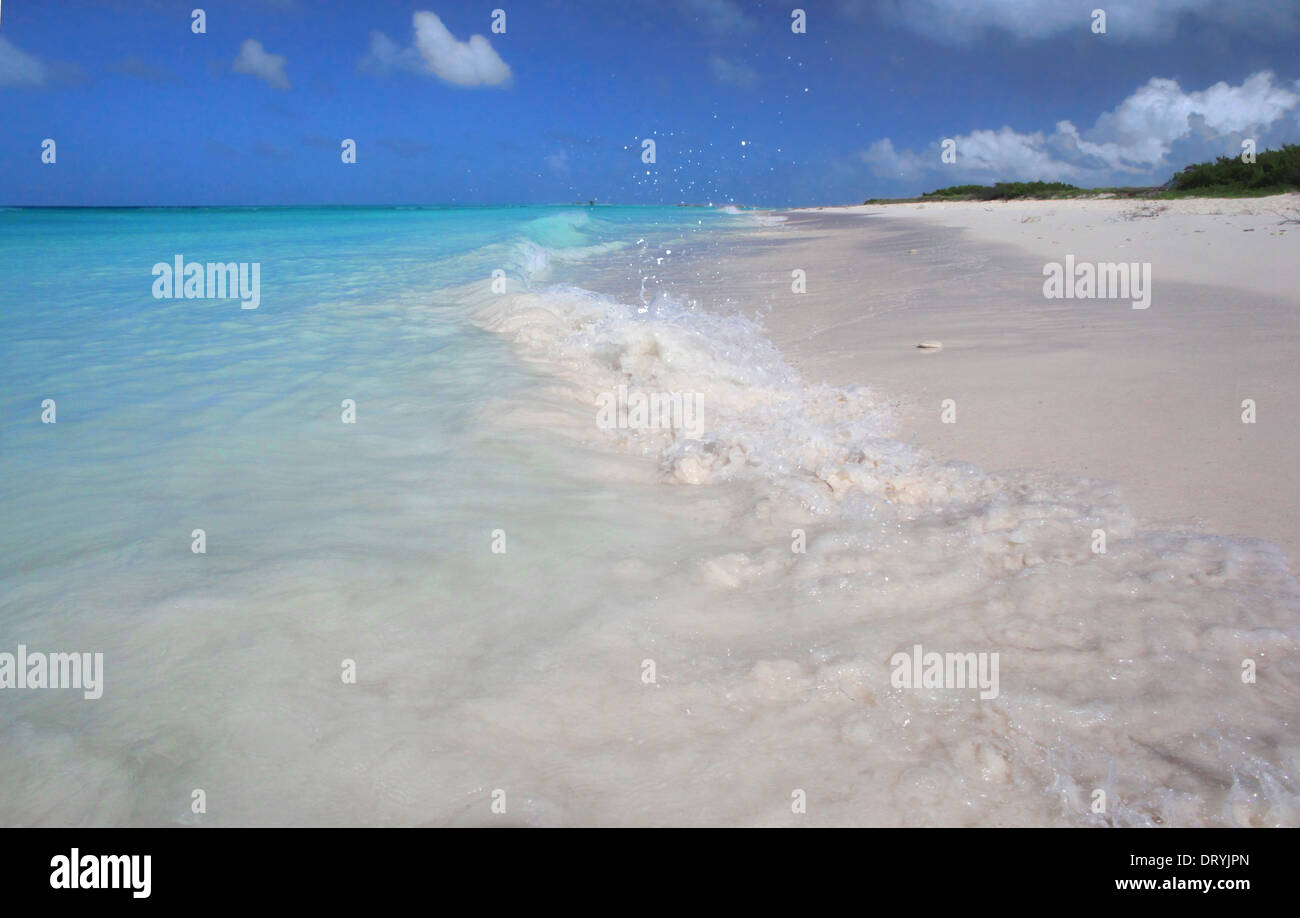 La spiaggia e le onde a Espenqui, Los Roques Nat. Park Immagini Stock