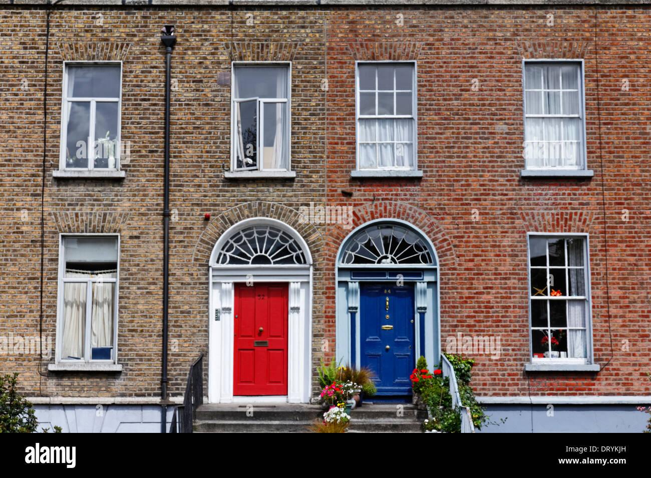 Porte e stile Georgiano architettura a Dublino, Irlanda Immagini Stock