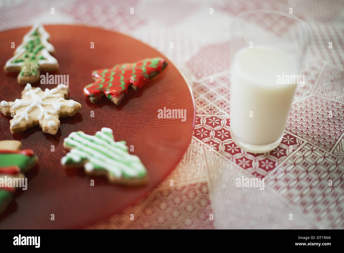 Woodstock New York STATI UNITI D'AMERICA in casa organico biscotti di Natale un bicchiere di latte Immagini Stock