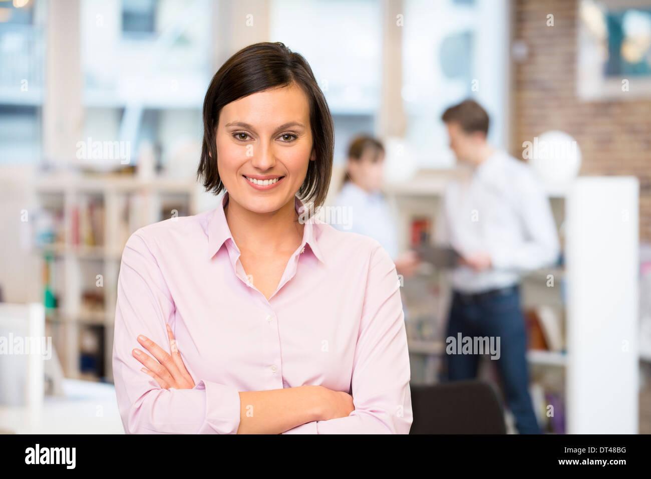 Femmina carino business start-up i colleghi lo sfondo Immagini Stock