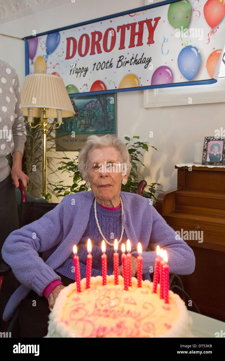 Detroit, Michigan - Dorothy Newell festeggia il suo centesimo compleanno. Immagini Stock