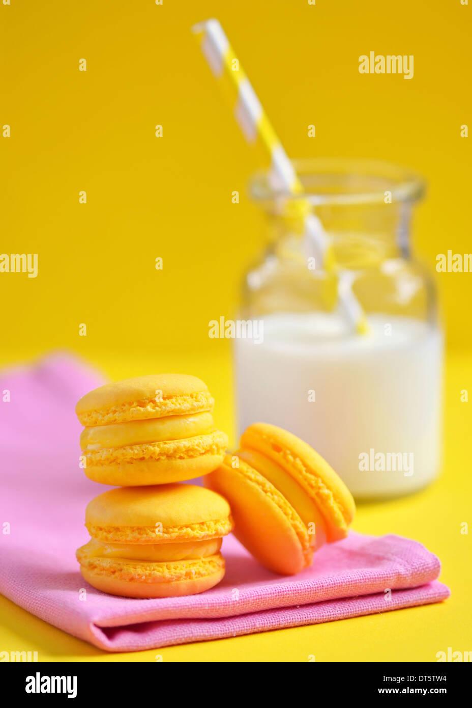 Sapore di limone amaretti e latte Immagini Stock