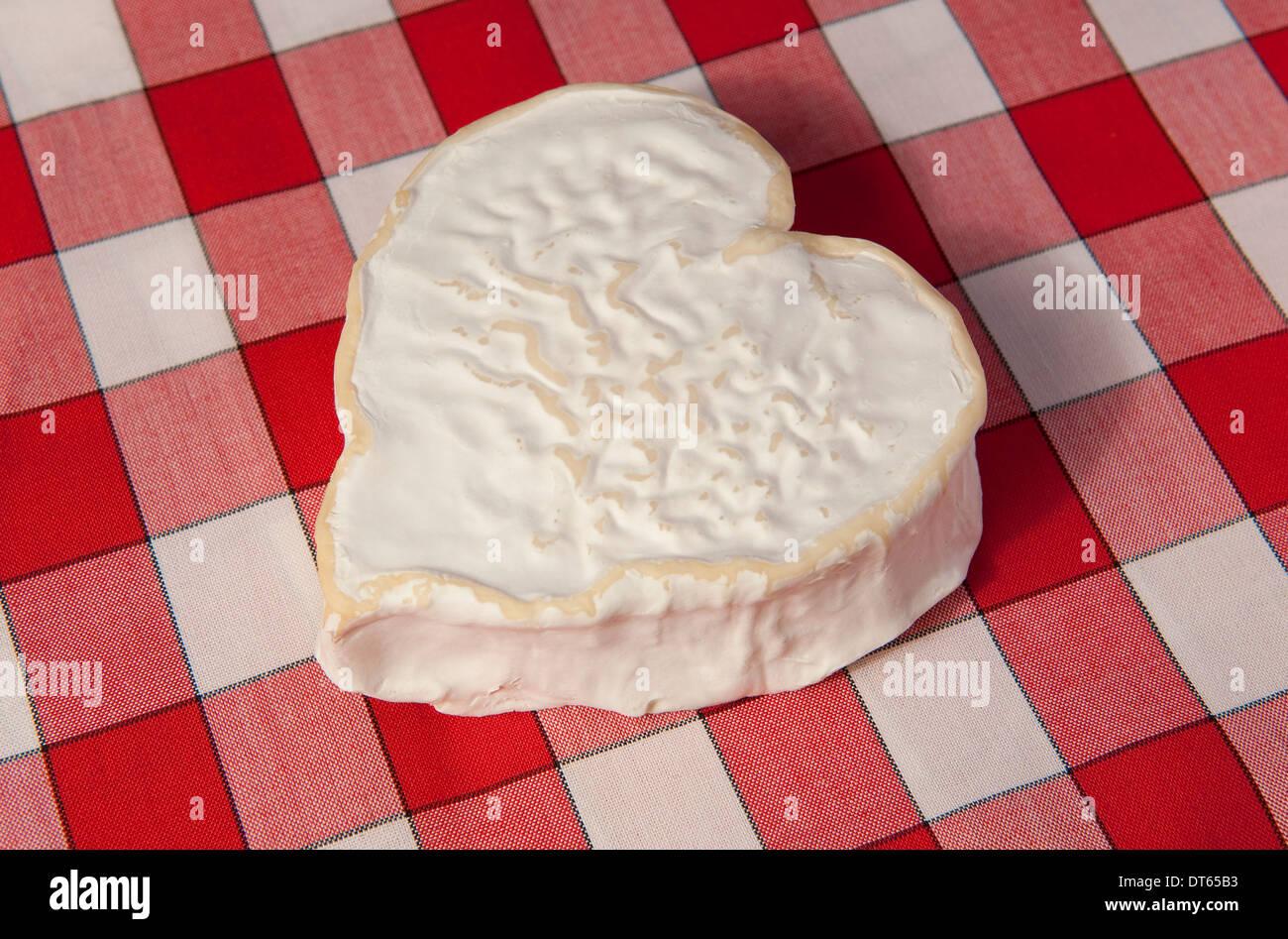 A forma di cuore ad formaggio, Normandia, Francia Immagini Stock