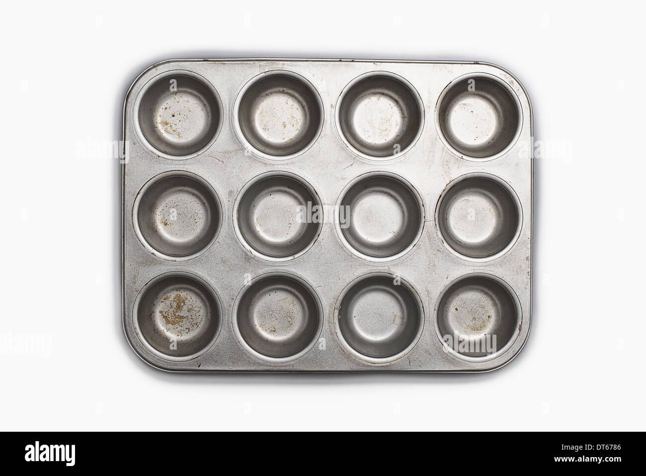 Un ben utilizzati, condito vassoio da forno. Pentole. Un cupcake muffin o stagno. Foto Stock