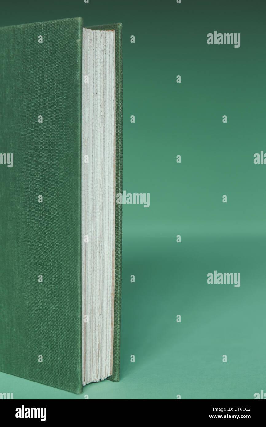 Una Copertina Rigida Libro Con Un Coperchio Verde E Il Libro Bianco