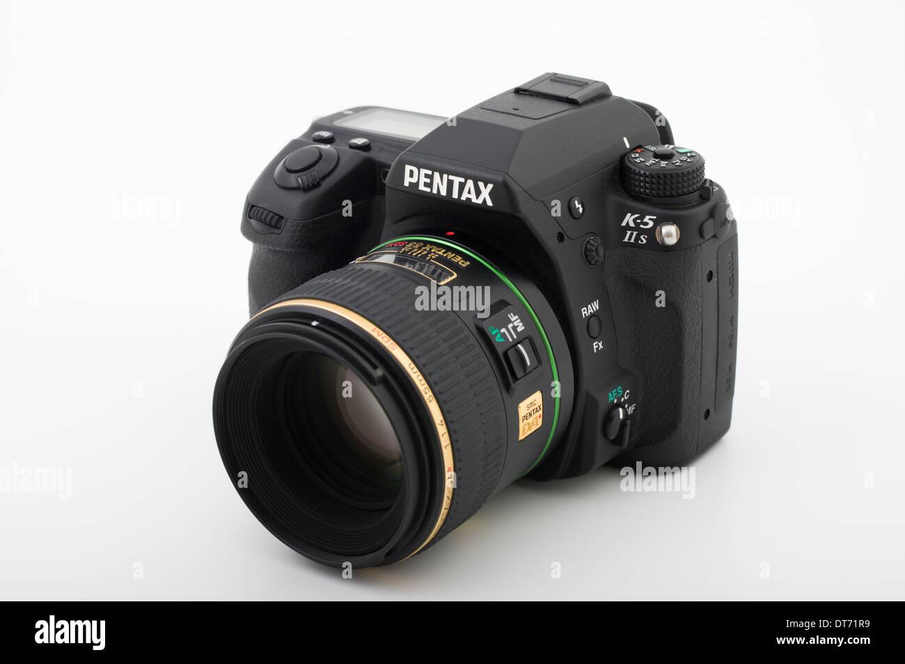 Pentax K-5 IIs fotocamera reflex digitale con 55mm 1.4 lente primaria Immagini Stock