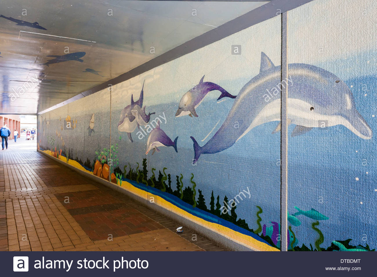 Murales dipinti su sottopasso della metropolitana pareti per