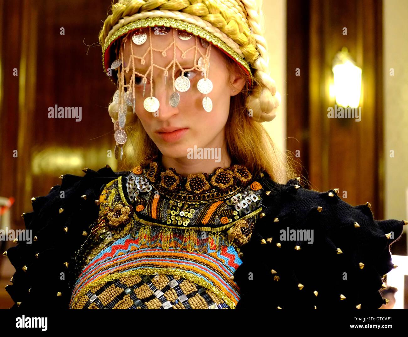 Londra, Regno Unito. 14 feb 2014. CARRIE-ANN STEIN, GEORGE STYLER, HIROKO NAKAJIMA E SARAH RYAN , quelli per guardare i designer per AW14. Foto dal backstage da London Fashion Week Credito: Rachel Megawhat/Alamy Live News Immagini Stock