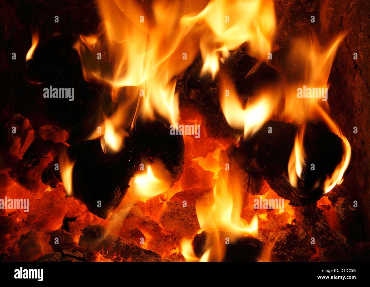 Il combustibile solido, carbone nazionale Fire, bruciando, fiamme, fiamme cuore fireside energia termica incendi di potenza di calore caldo home incendi Immagini Stock