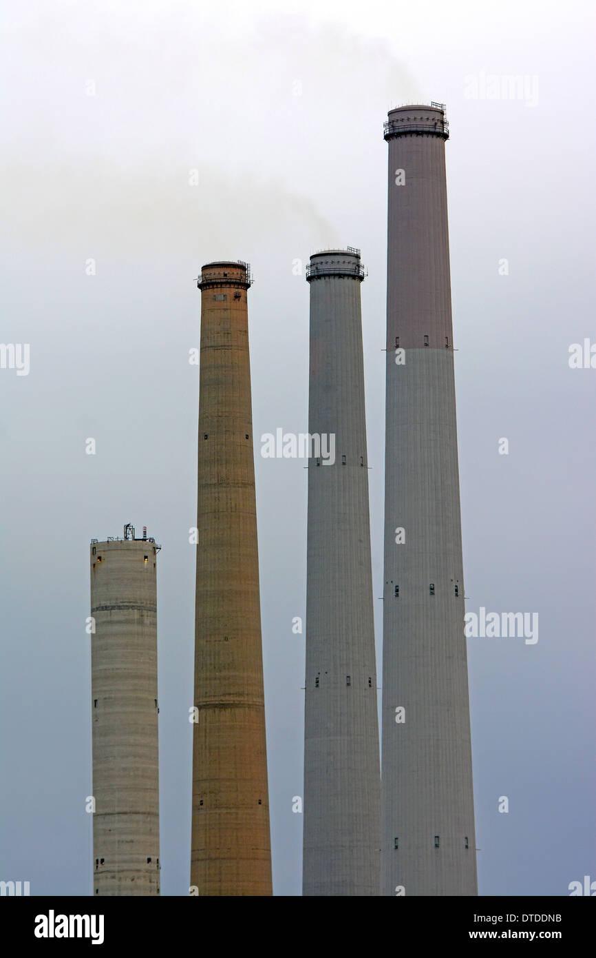 Industria, camino, l'inquinamento atmosferico, Immagini Stock