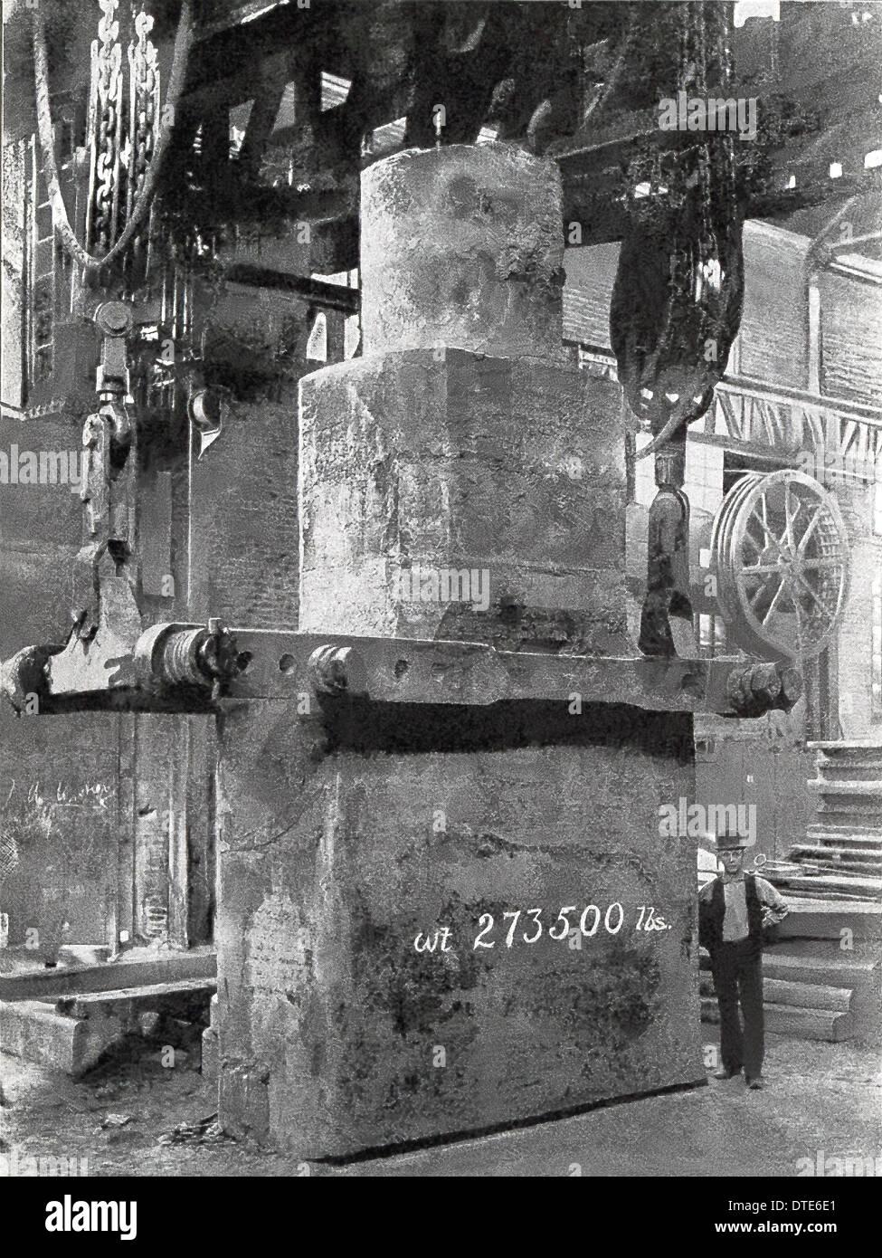 Questa 1901 foto mostra un acciaio al nichel piastra armor lingotto cast per la piastra di apertura degli Stati Uniti battaglia navale Iowa. Immagini Stock