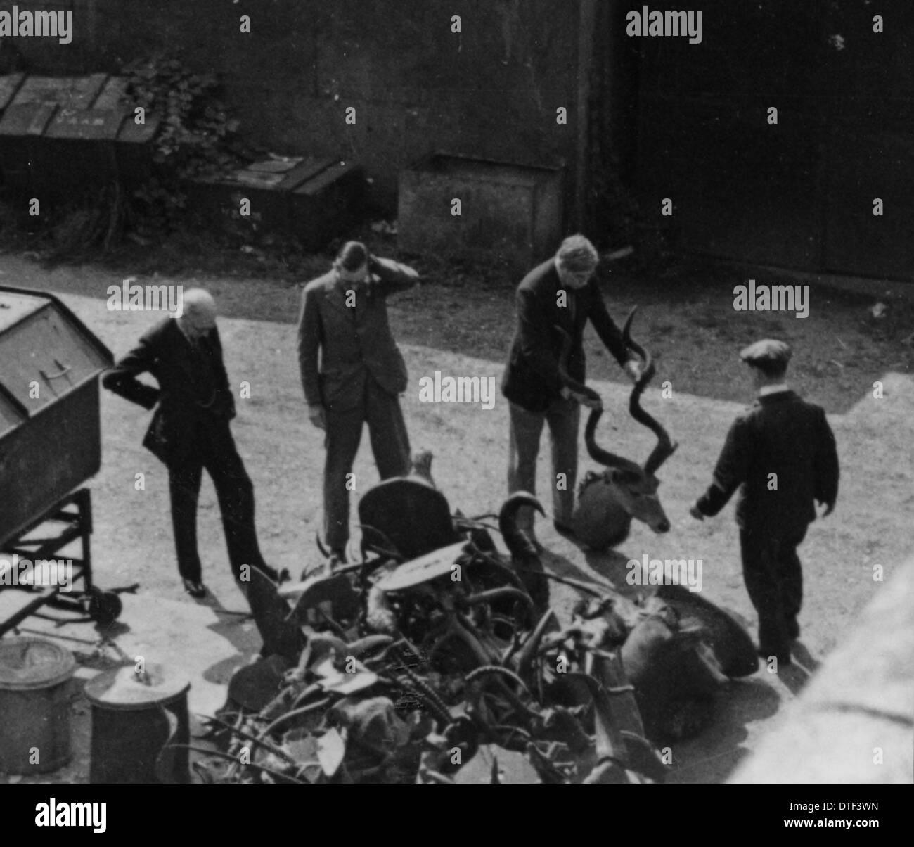 Gli uomini con campioni di corno, 1940 Immagini Stock