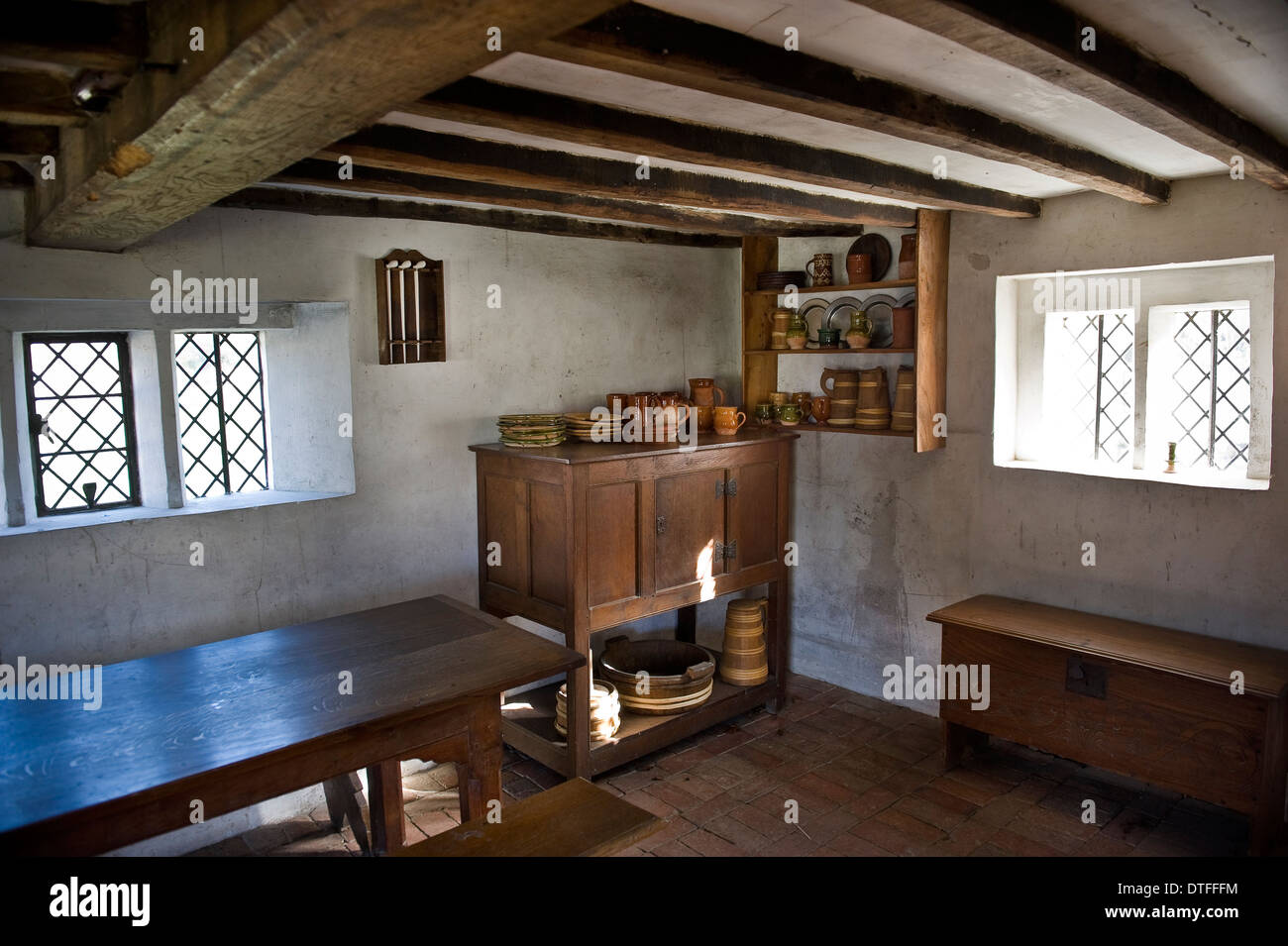 Interni domestici presso il Weald & Downland Open Air Museum a Singleton, vicino a Chichester, West Sussex, Regno Unito Immagini Stock