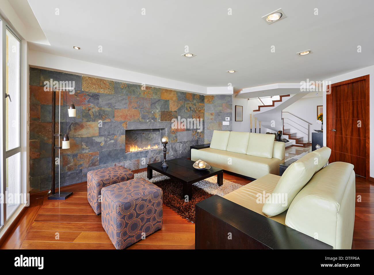 Salotto Moderno Grande : Interior design: grande soggiorno moderno foto & immagine stock