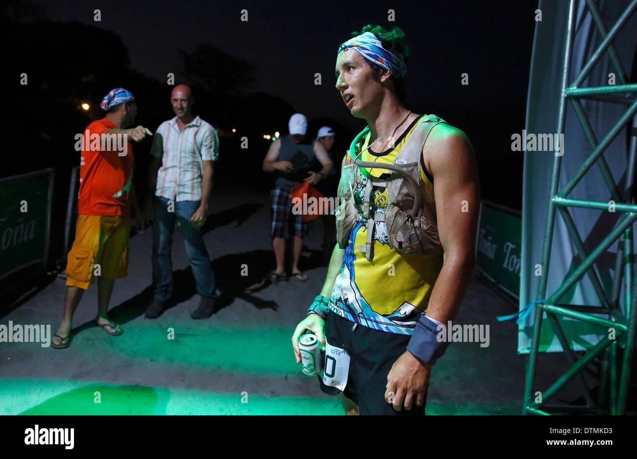 Nick Hollon dopo la finitura prima nel 2014 100k ultra maratona 'fuego y Agua, isola di Ometepe Nicaragua Immagini Stock