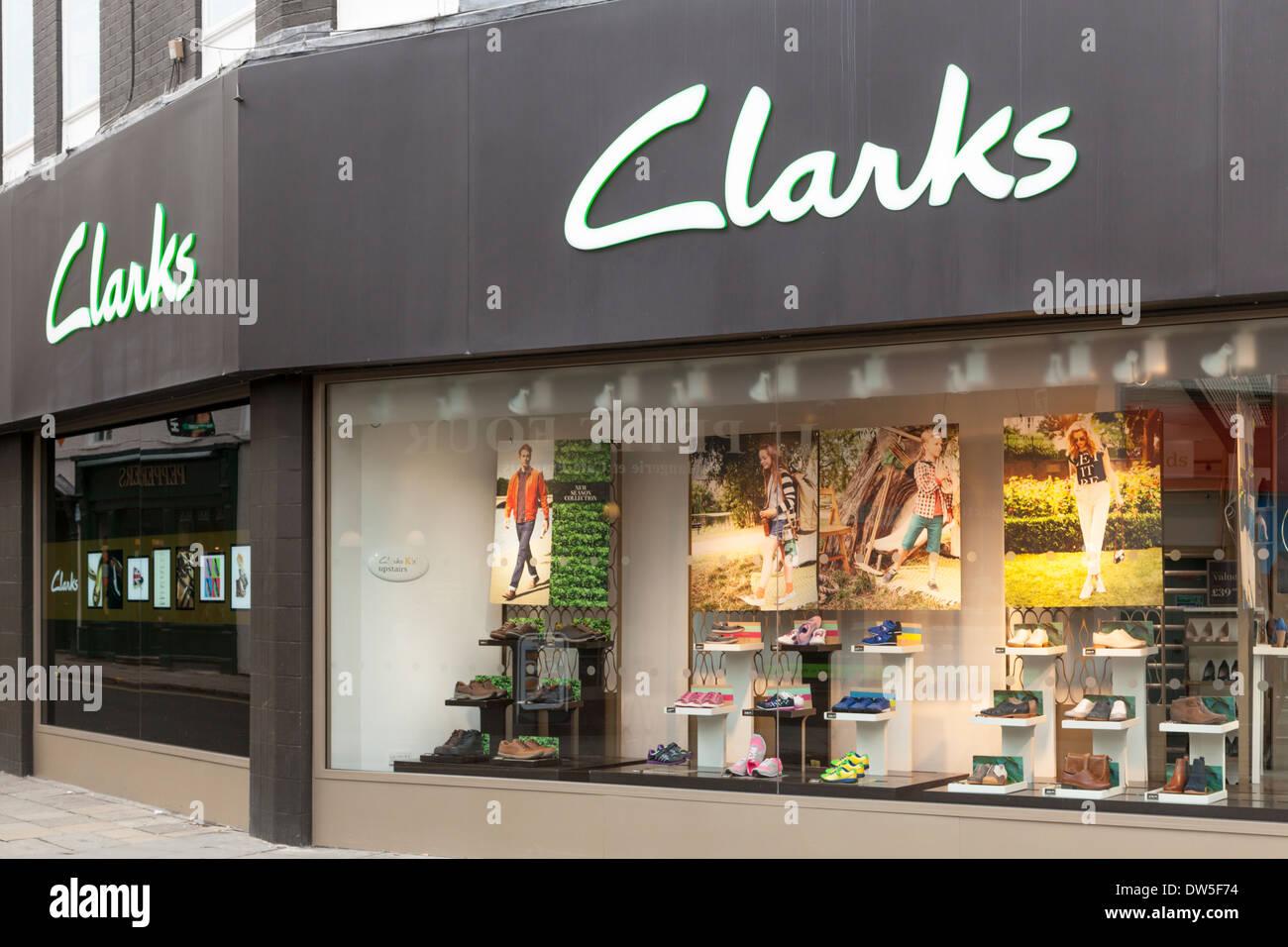 Clarks scarpe. Un Clarks negozio di scarpe a Nottingham