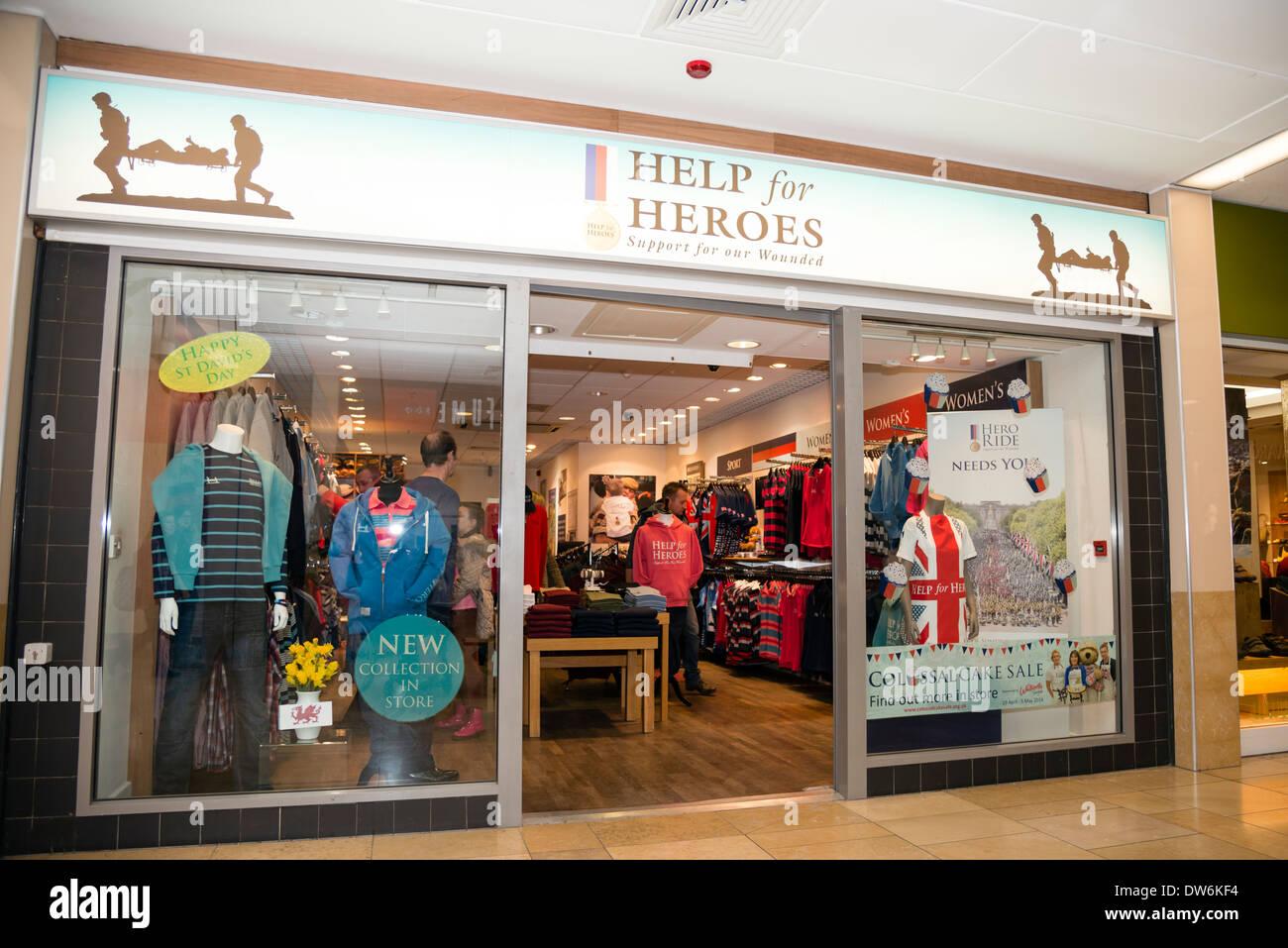 La guida in linea per gli eroi della carità shop Cardiff Wales, Regno Unito. Immagini Stock
