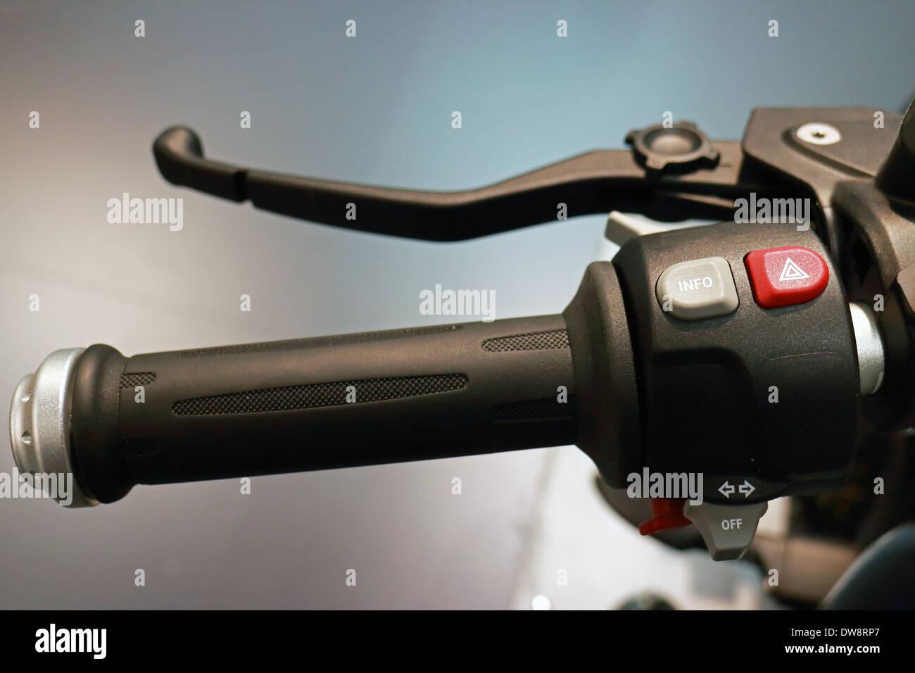 Motocicletta Volante Closeup View e pulsanti di controllo Immagini Stock