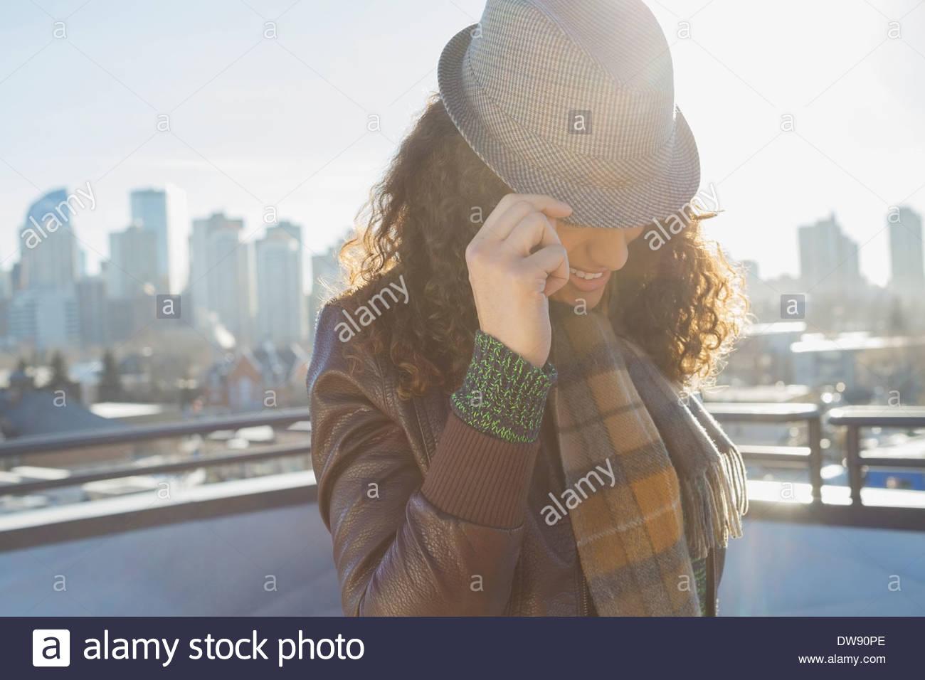 Moda donna indossa hat all'aperto Immagini Stock