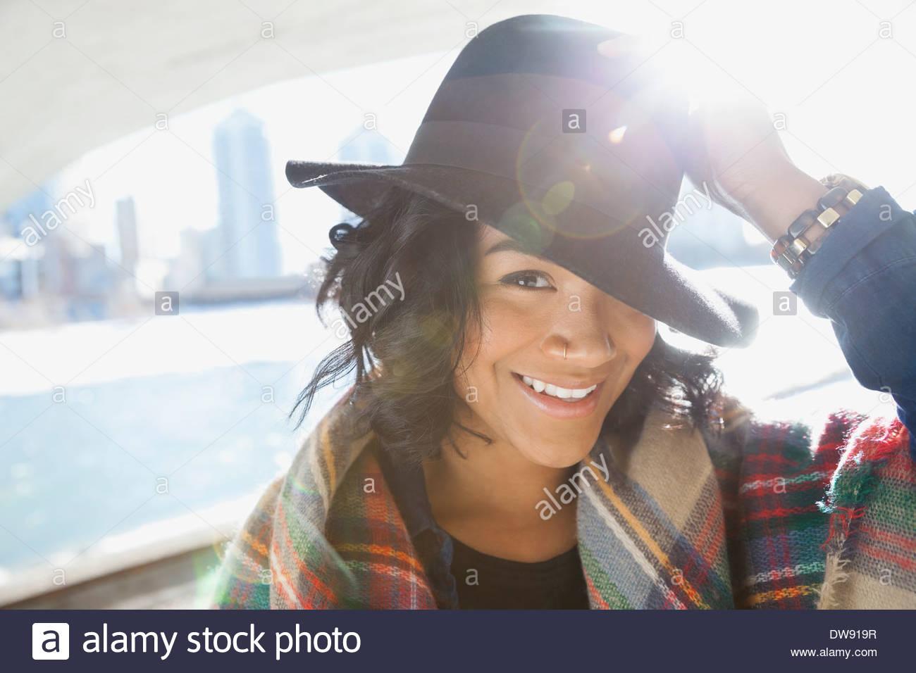 Ritratto di donna sorridente con hat Immagini Stock