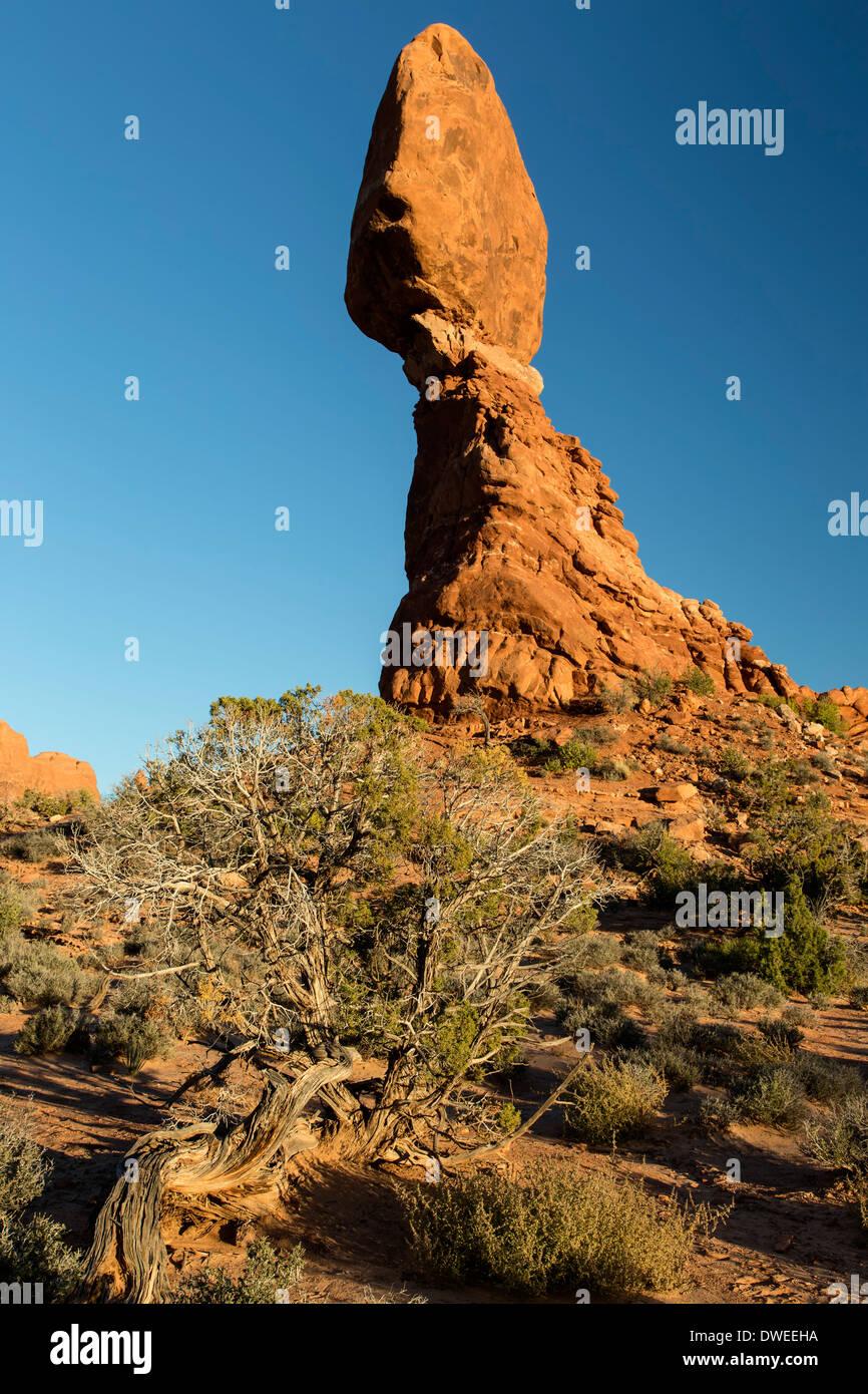 Roccia equilibrato, Arches National Park, Moab, USA Utah Immagini Stock